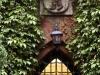 © W. Bentz - Berliner Stadtwappen über der Eingangstür wurde von dem Berliner Bildhauer Ludwig Isenbeck  aus Muschelkalk angefertigt