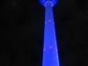 Der Berliner Fernsehturm blau angestrahlt