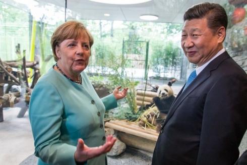Staatspräsident Xi Jinping Bundeskanzlerin Merkel begrüssen Jia Qing © Zoo Berlin