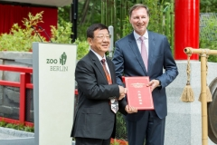 Übergabe Zuchtbuch Eröffnung Panda Garden © Zoo Berlin