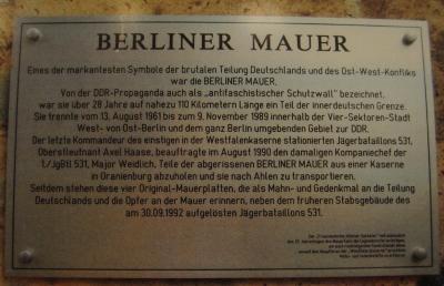 Berliner Mauer Hinweistafel © Thomas Kras