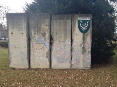 Berliner Mauerteile Kaserne © Thomas Kras