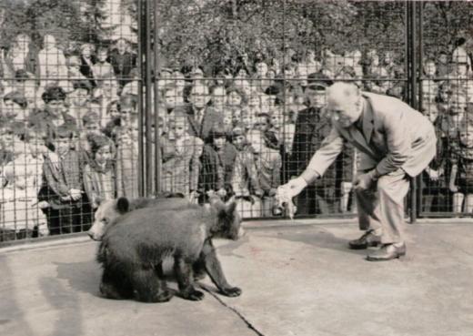 Bärenvater Porath im Berliner Tierpark kurz vor der Bärentaufe Foto © Privat