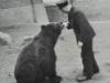 1949 Jette mit Bärenvater Porath Foto © Privat