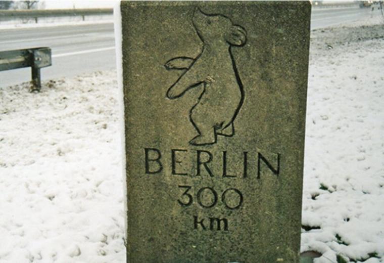 Bild 16 Der Berliner Meilenstein im Jahr 1995 (© Foto R. Below 1995)