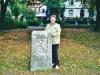 """Frau Riehl mit """"Ihrem"""" Berliner Meilenstein in Detmold Foto: privat"""