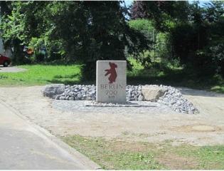 Bild 5 Heutiger Standort des Kilometersteins im Einfahrtbereich der Autobahnmeisterei Ludwigsburg