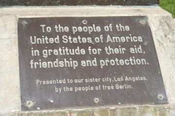 Griffeth Park USA, Berliner Bronzetafel Foto© Stefan Korol 2017-LA-Baer-Inschrift