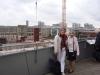 Frau Bänninger und Frau Junge mit Blick auf das Humboldt-Forum