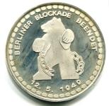 Silber Medaille 25 Jahre Luftbrücke Berlin 1974 mit Berliner Bär © Sammlung Christa Junge