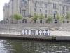 am Reichstag mit Kreuzen der Mauertoten  - Foto © Christa Junge